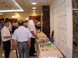 Участники совещания Метрологическое обеспечение учета нефти и нефтепродуктов знакомяться с расходомерами ЭМИС