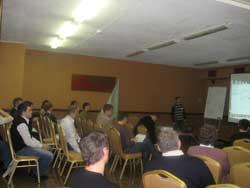 Участники семинара прослушивают презентации представителей компаний ЭМИС и Корвет