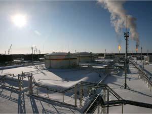 Фото 2. Сжигание на факельных установках попутного нефтяного газа